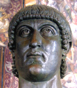 La testa bronzea di Costantino I
